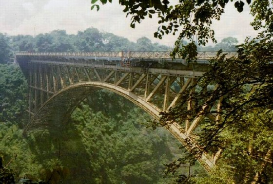 Victoria_Falls_Bridge_over_Zambesi
