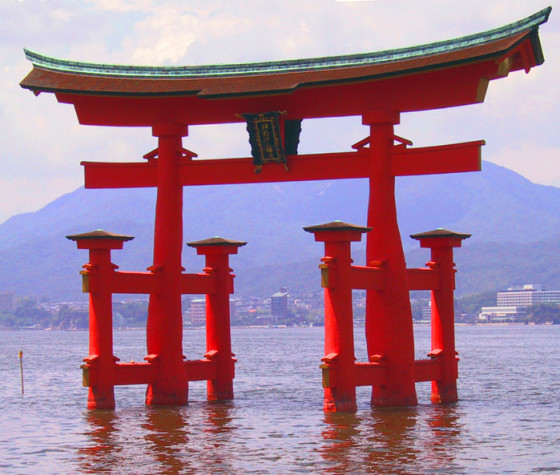 57677930_Itsukushima_torii_angle