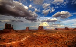 MonumentValleyArizona-Utah-Border